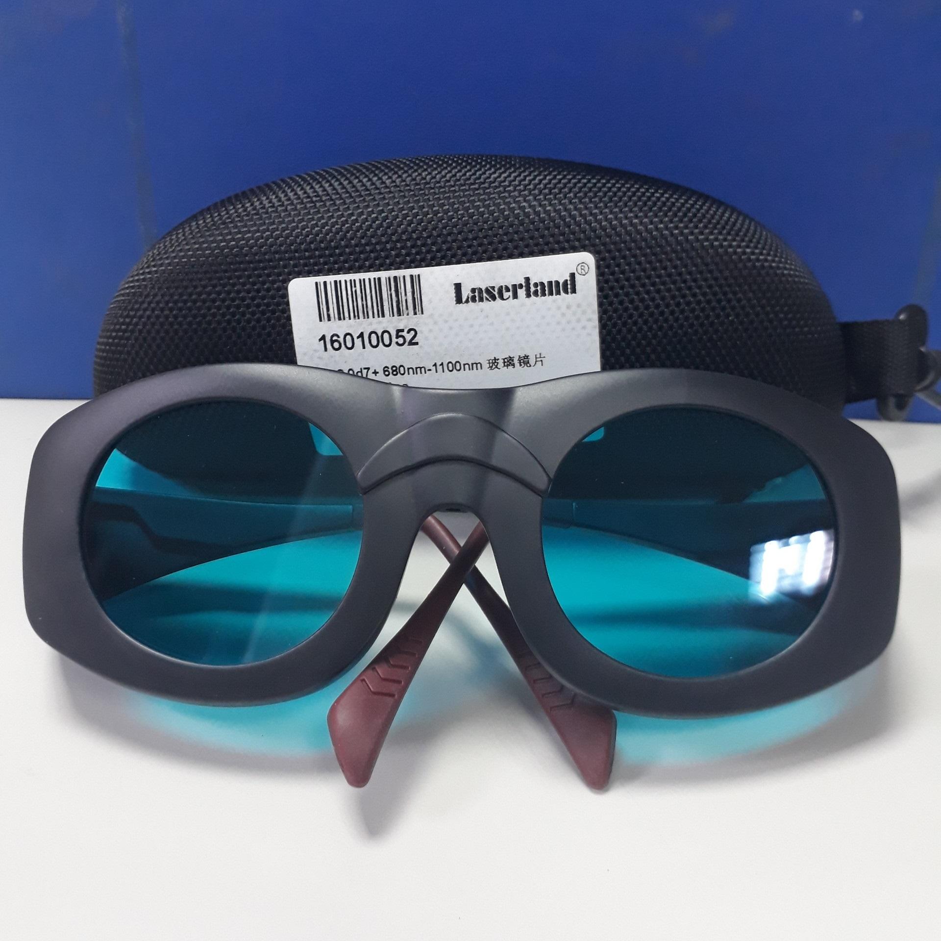 Kính chống tia laser