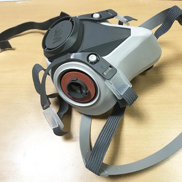 Mặt nạ nửa mặt 3M 6100 sử dụng 2 phin lọc